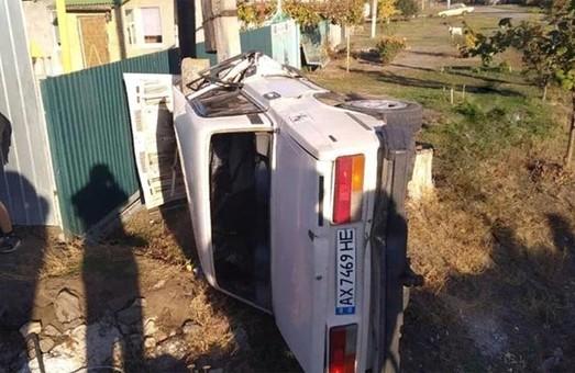 Школьник разбил вдребезги машину в ДТП под Харьковом и застрял в ней (ФОТО)