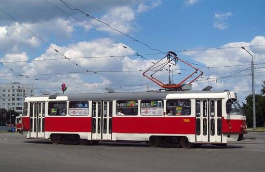 В Харькове хулиганы снова атаковали трамвай (ФОТО)