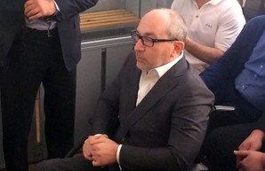 Кернес впервые за долгое время явился на суд в Полтаву, а он не состоялся