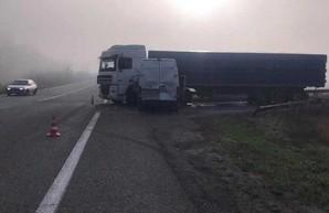 Авария под Харьковом: не разминулись микроавтобус и фура (ФОТО)