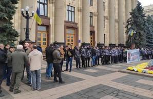 В центре Харькова митингуют активисты, а полиция ищет бомбу (ФОТО)