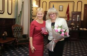 Светличная вручила награду харьковскому волонтеру и доценту