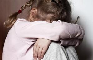 Застали в постели с ребенком. Под Харьковом мужчина развращал племянницу