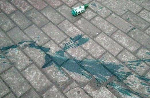 Напали сзади: чиновника Харьковской мэрии облили зеленкой