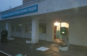 В лицее под Харьковом ночью прогремел взрыв (ФОТО, ВИДЕО)