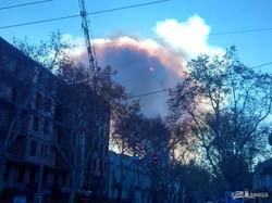 В центре Одессы горит памятник архитектуры: столб дыма поднялся на сотни метров в высоту (ФОТО, ВИДЕО)