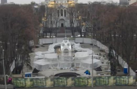 Харьковская Зеркальная струя – снова со шпилем