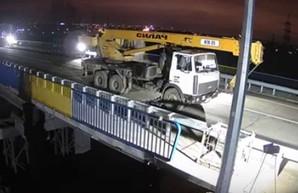 Ремонт моста на окружной: пролет испытали самосвалами (ФОТО)