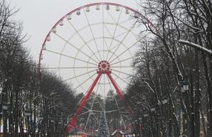 На площади Свободы прекратили работу аттракционы, а в парке Горького отменили концерты