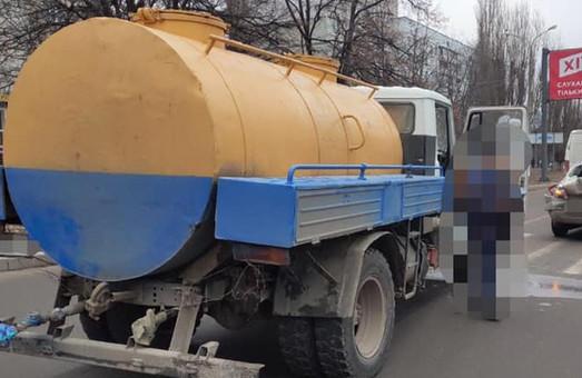 В Харькове произошло ДТП с участием водовоза и легковушки