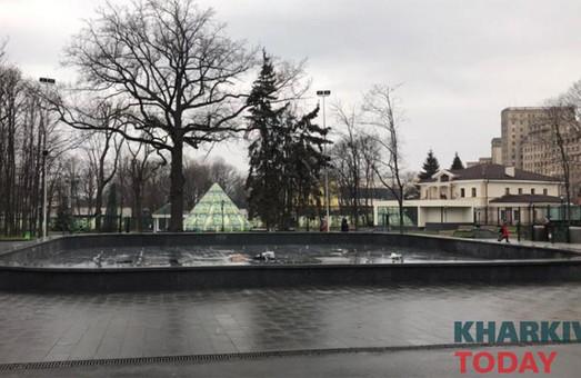 В саду Шевченко открыли доступ к фонтану: ремонт продолжат весной (ФОТО)
