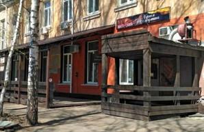 Продавали «паленку»: под Харьковом обыскали кафе экс-помощника нардепа Шенцева