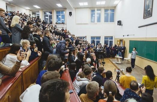 Джек Ма, посетивший ранее Харьков по приглашению Ярославского, поздравил «каразинцев» с юбилеем