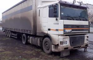 Под Харьковом арестовали фуру с древесиной (ФОТО)