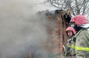 Пожар в частном доме на Харьковщине: есть жертвы