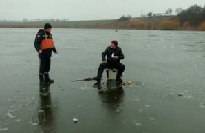 Спасатели напоминают: выходить на тонкий лед - опасно