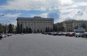 На площади Свободы до конца марта ограничивают движение
