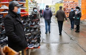 В Харькове закрыты все непродовольственные рынки, кафе и парикмахерские
