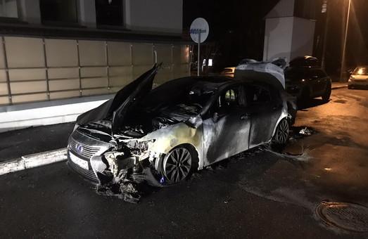 В Харькове ночью подожгли Lexus (ФОТО)