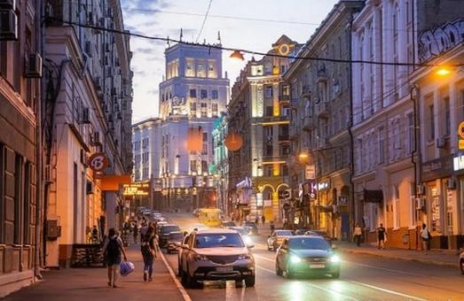 На центральной улице Харькова ограничили движение транспорта и пешеходов