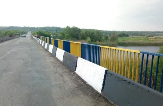 На дорогах государственного значения устанавливают дорожные знаки и ремонтируют автопавильоны