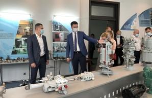 Кучер посетил завод ФЭД и Харьковское авиационное конструкторское бюро (ФОТО)