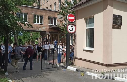 Столкновения возле чернобыльской больницы: правоохранители задержали полтавчанина