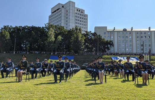 В Харькове 585 молодых офицеров получили первые военные погоны