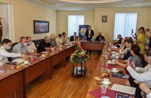 Алексей Кучер и нардепы встретились с харьковскими юристами, принимавшими участие в разработке Конституции Украины