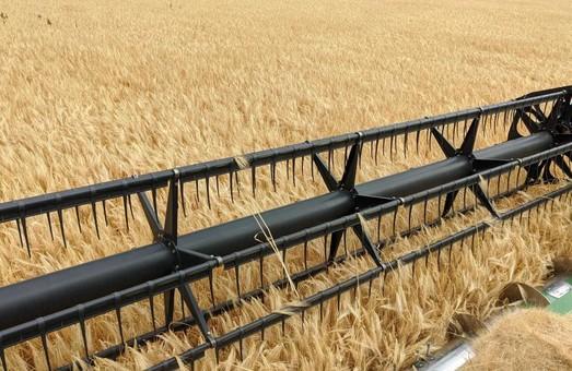 На Харьковщине продолжается сбор урожая ранних зерновых: в поля вышли около 3000 единиц техники