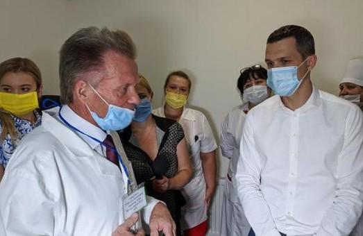В Богодуховскую центральную районную больницу передали два новых аппарата ИВЛ