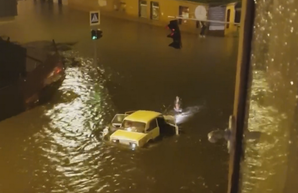 В Харькове на перекрестке, отремонтированном в прошлом году, плыли «Жигули» (ФОТО)