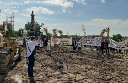 В Харькове перекрыли дорогу строительной технике