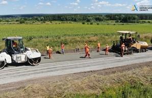 На дороге Мерефа - Змиев продолжается ремонт (ФОТО)