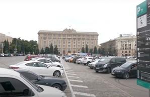 Харьковчане высказываются по поводу парковки на площади Свободы