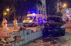 В центре Харкова Porsche врезался в железобетонное ограждение (ФОТО)