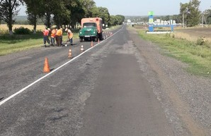 На дорогах Харьковщины продолжается ямочный ремонт (ФОТО)