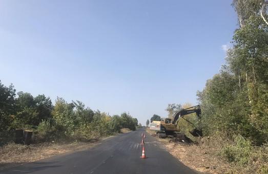 Продолжается ремонт дороги Мерефа-Змеев (ФОТО)