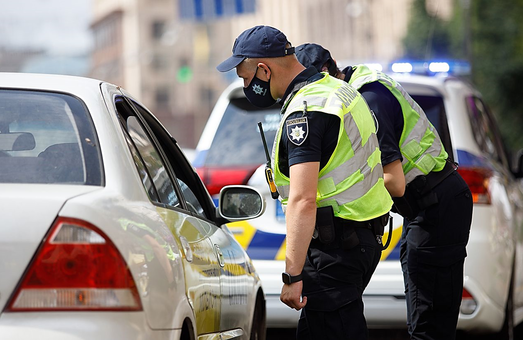 Полицейским в Харькове запретили останавливать автомобили просто так