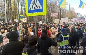 В Харькове митингующие предприниматели перекрыли движение транспорта