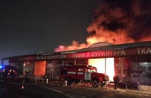 В Харькове случился крупный пожар на Барабашова: подозревают поджог (ВИДЕО)