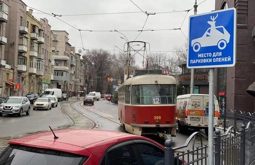 В Харькове появился несертифицированный дорожный знак (ВИДЕО)