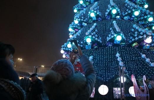 В Харькове новогоднюю елку открыли без помпы