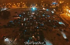 Украинские автомобилисты собрали автоелки (ВИДЕО)