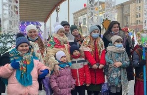«Вертеп-фест 2021» открылся передачей Вифлеемского огня мира в Харькове
