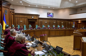 Бывший судья КСУ назвал виновными в конституционном кризисе обе стороны