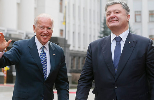 Петр Порошенко пытается наладить связь с Байденом через американских лоббистов – источник
