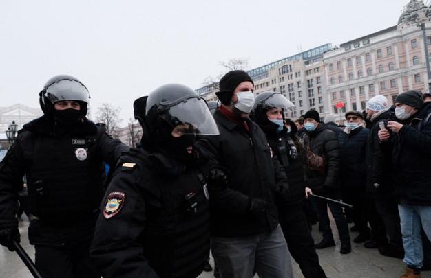 Возле посольства РФ произошли стычки с полицией