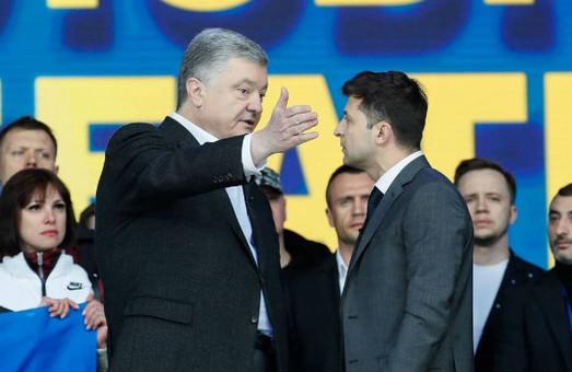 Больше не 75 на 25: рейтинг Зеленского упал до рейтинга Порошенко