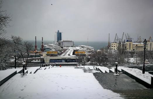 В Одессе бушует снежный циклон (ВИДЕО)